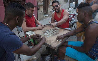 Partida de dominó en La Habana.