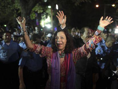 Rosario Murillo celebra la reelección de Ortega en la plaza de la Revolución, en noviembre de 2011.