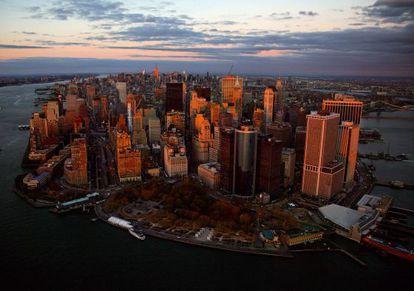 Un vista del la parte baja de la ciudad donde Frank Ghery ha levantado su primer rascacielos en Manhattan.