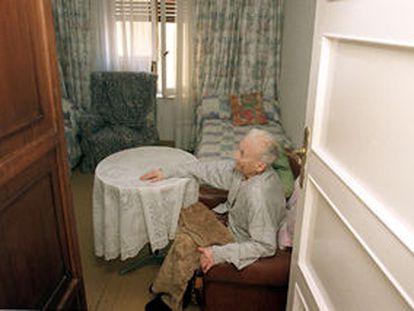 Una de las ancianas que vive en la residencia <i>pirata</i> de la calle de Gaztambide.