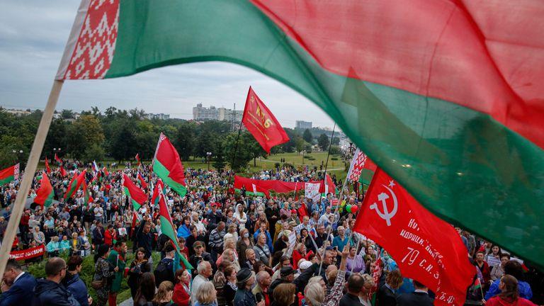 Partidarios de Lukashenko en una movilización en apoyo al líder autoritario, el 19 de agosto en Minsk.