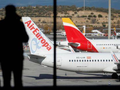 Aviones de Air Europa e Iberia en el aeropuerto de Barajas, Madrid, el pasado miércoles.