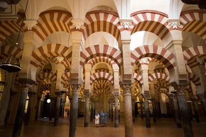 Visitantes de la mezquita-catedral de Córdoba.