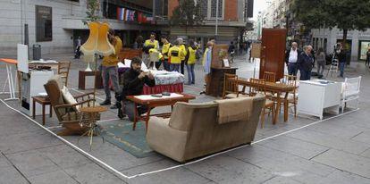 Acto de Amnistía Internacional contra los desahucios en Madrid, este martes.