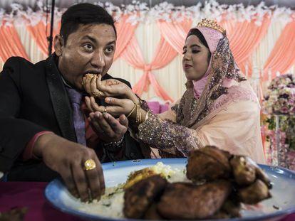 Boda de una pareja rohingya cuyo matrimonio fue concertado, como suele suceder en esta comunidad.