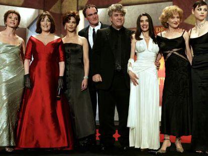 Almodóvar y Tarantino junto a algunas de las actrices de La mala educación, en el Festival de Cannes de 2004.