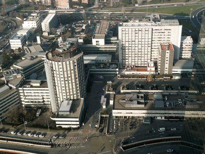 Vista general del complejo hospitalario La Paz de Madrid desde la Torre de Cristal, sede de KPMG, en Madrid.