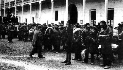 Voluntarios de las Brigadas Internacionales en el Cuartel de la Guardia Republicana en Albacete en 1936.