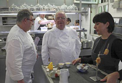 El cocinero vasco Juan Mari Arzak, en la cocina de su establecimiento, tras conocerse que tres prestigiosos restaurantes de San Sebastián, entre ellos Arzak, han sufrido robos en las últimas semanas.