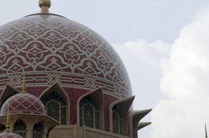 La mezquita Putra de Putrajaya (Malasia).
