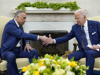 El presidente de Estados Unidos, Joe Biden, en su encuentro con el primer ministro de Irak, Mustafa al Kadhimi, este lunes en Washington.