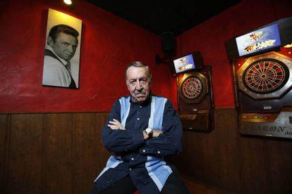 Manolo Fernández, en el bar Legend, en Madrid, en 2018.
