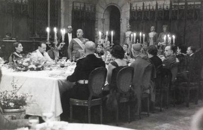 Franco en la cena de gala en el Saló de Cent del Ayuntamiento el 26 de enero de 1942