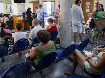 Sala de espera de un centro de salud de Benalmádena, en Málaga.