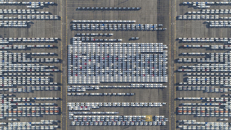 Campa de coches a la espera de ser exportados