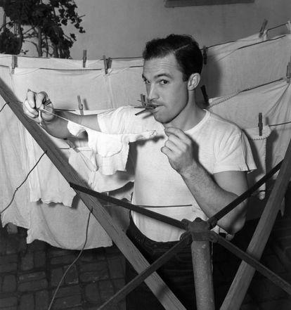 Sí, Gene Kelly también tendía la ropa dentro de casa.