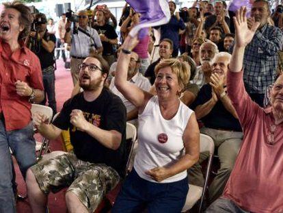 Seguidores de Syriza celebran los resultados de las elecciones.