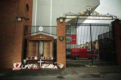 Uno de los accesos a Anfield, el estadio del Liverpool, esta mañana