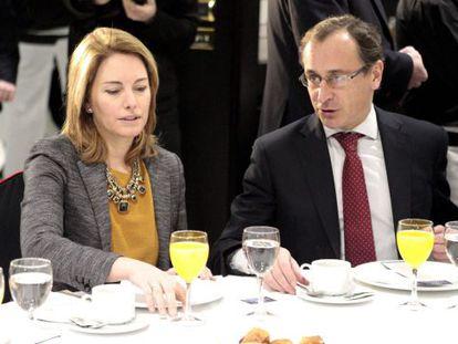Quiroga y Alonso, en un desayuno informativo en Bilbao el pasado 10 de febrero, el mismo día en que la presidenta tanteó a sus barones sobre el relevo de Oyarzábal.