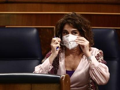 La ministra portavoz y de Hacienda, María Jesús Montero, en la sesión plenaria celebrada este jueves en el Congreso de los Diputados.