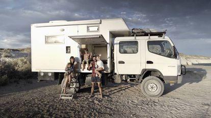 El camión con el que la familia tiene previsto dar la vuelta al mundo.