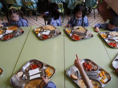 Alumnos de educación infantil, en el comedor.
