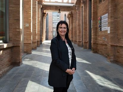 Elisa Durán, directora general adjunta de la Fundación Bancaria La Caixa, en los pasillos modernistas de CaixaForum Barcelona.