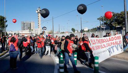 Marcha de trabajadores de RTVV para exigir la reapertura del ente.
