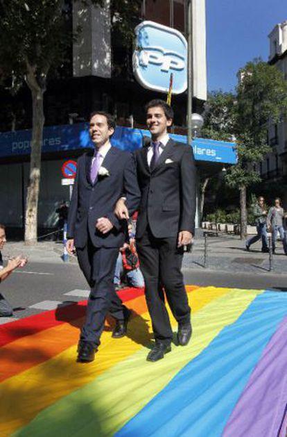 Protesta de gais y lesbianas, en 2010, ante la sede del PP