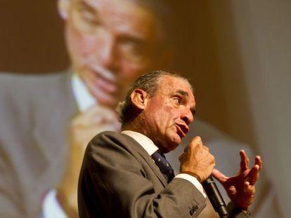 Mario Conde, en su intervención ayer en el Palacio de Congresos de Santiago.