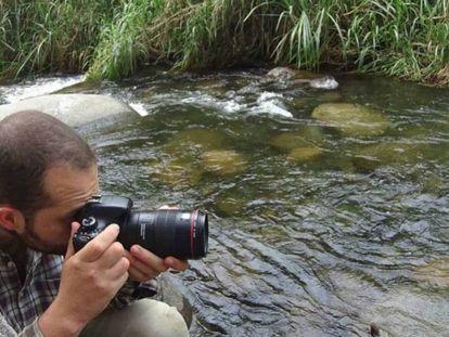 El biólogo colombiano Diego Gómez, acusado por compartir un tesis de grado en internet.