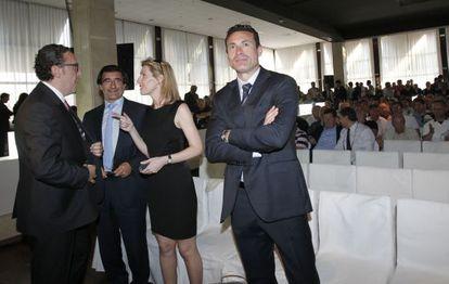 Amadeo Salvo, con algunos de sus consejeros.
