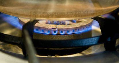 El gas natural comienza el año bajando.
