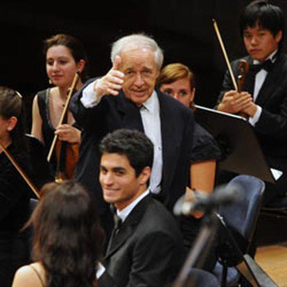 """""""Pienso igual que antes, pero no defiendo las cosas con la misma vehemencia"""", afirma Pierre Boulez,  que a los 85 años sigue dirigiendo y componiendo."""