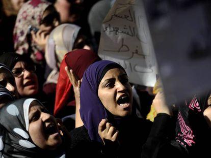Varias mujeres, en la plaza Tahrir de El Cairo, en 2011.