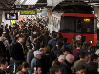 29/04/2019 - Barcelona - Huyelga del metro de barcelona. Estacion de Plaza de España. Foto: Massimiliano Minocri