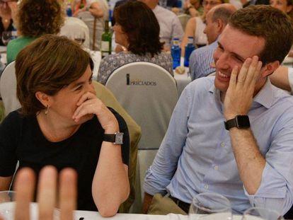 Fotografía facilitada por el PP de Soraya Sáenz de Santamaría y Pablo Casado durante la cena del grupo popular la semana pasada en Madrid.