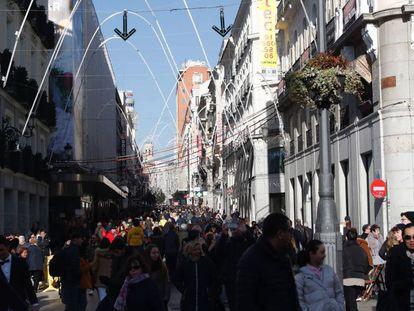 La Calle Preciados, en víspera de Nochevieja.