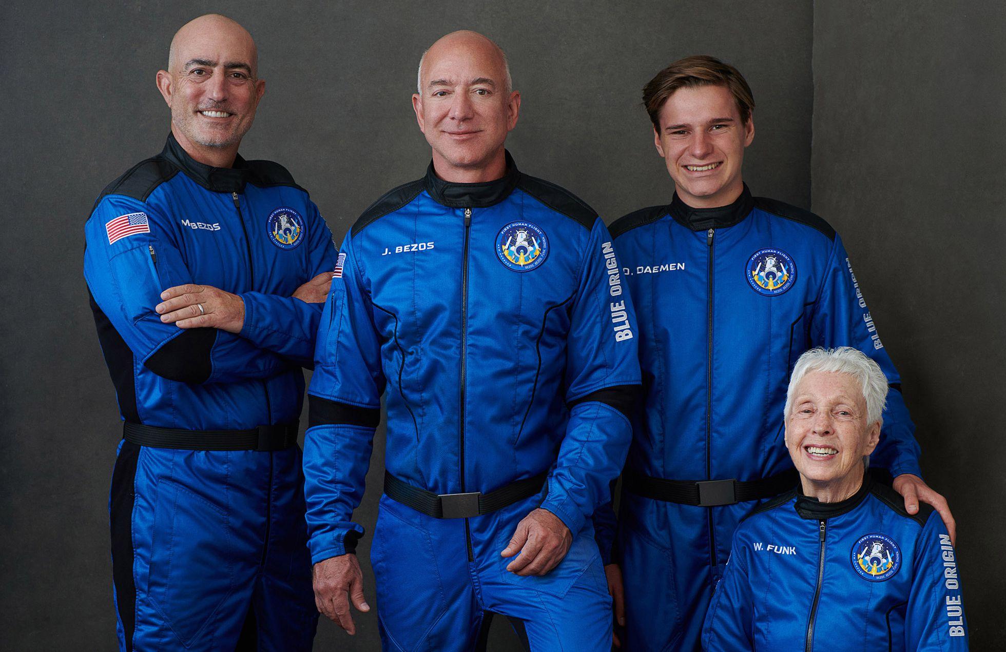 New Shepard: Jeff Bezos alcanza el espacio y culmina con éxito el vuelo con  tripulantes de la nave de Blue Origin | Ciencia | EL PAÍS