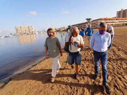 La ministra para la Transición Ecológica y el Reto Demográfico, Teresa Ribera, en su visita al mar Menor, este miércoles.