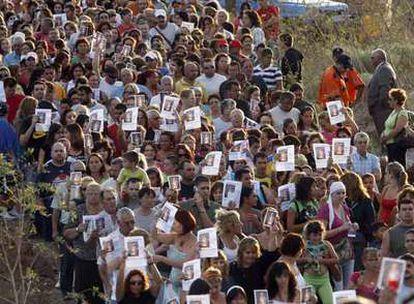 Concentración de vecinos de El Fraile (Tenerife) que ayer protestaron por el asesinato de Fernanda Fabiola Urzúa.