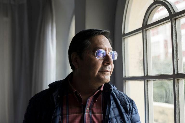 Luis Arce, en un retrato al término de la entrevista con EL PAÍS en La Paz.