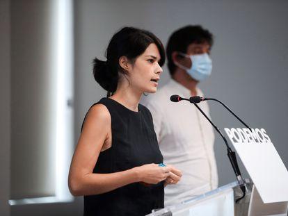 Isabel Serra y Rafael Mayoral, tras la reunión de la dirección de Podemos.