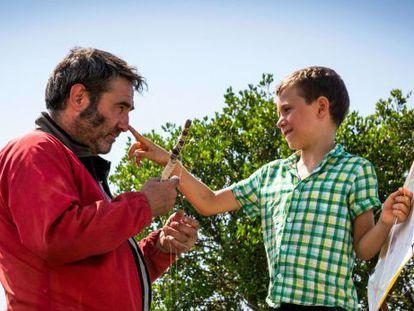 Sergi López y Roc Recha, en el filme.