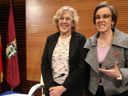 La alcaldesa de Madrid, Manuela Carmena, con Purificación Causapié.