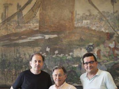 Cruz Delgado (centro), con su hijo Cruz Delgado Sánchez (izquierda) y Jorge San Román