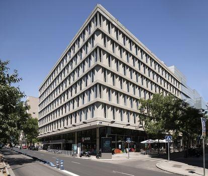 Edificio IBM de Miguel Fisac fotografiado en julio de 2020.