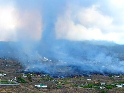 Smoke rises from cooling lava near Los Llanos de Aridane, on the Canary Island of La Palma on September 20, 2021. - A surge of lava destroyed around 100 homes on Spain's Canary Islands a day after a volcano erupted, forcing 5,000 people to leave the area. The Cumbre Vieja erupted on Sunday, sending vast plumes of thick black smoke into the sky and belching molten lava that oozed down the mountainside on the island of La Palma. (Photo by JOSE MARIA MONTESDEOCA / AFP)