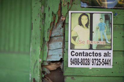 Anuncio de se busca a Enoc Misael, en las calles del centro de Tela, Honduras.