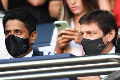 Al-Khelaïfi, presidente del PSG, y Leonardo, director deportivo, el día 14 en el Parque de los Príncipes.